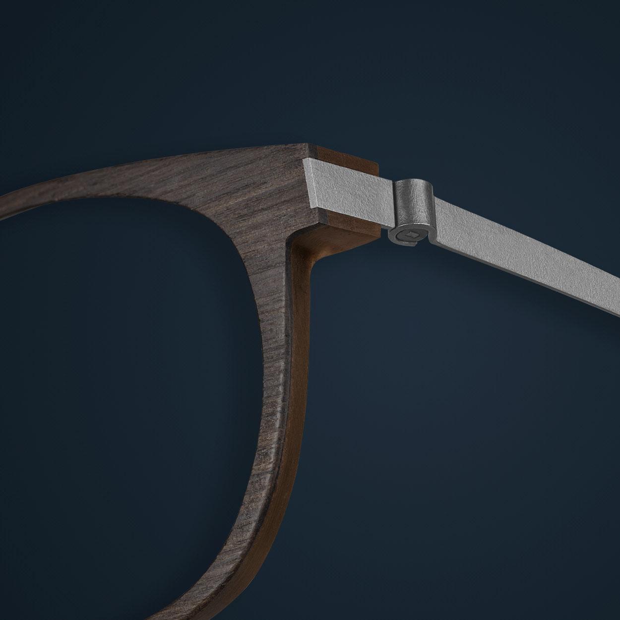 Dettaglio degli occhiali LINDBERG in legno di quercia fumè e corno marrone modello 2105